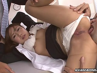 Hot office lady, Yuno Shirasuna got DPed while at work