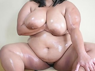 BBW Body Candid: Oiled Belly Rub and Pussy Tease