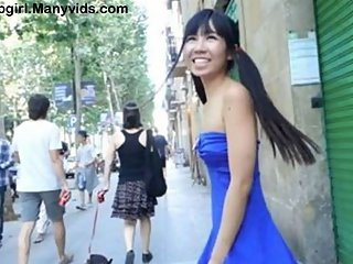 Daring Asian Get Naked in the City!